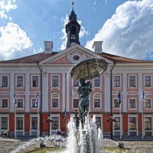 Эстония. Тарту. Целующиеся студенты. Фото: pixabay.com.